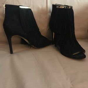 Louise et Cie black suede fringe booties size 9/39